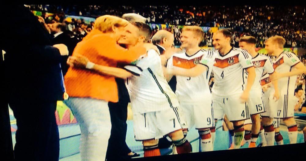 Merkel gratuliert Schweinsteiger