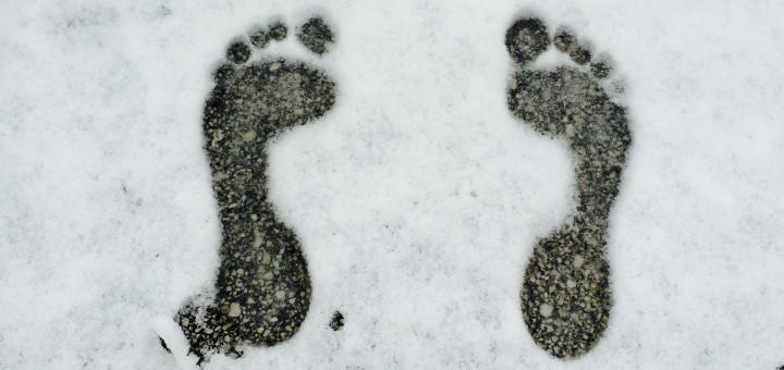 Ice Feet im Schnee: Fußabdrücke