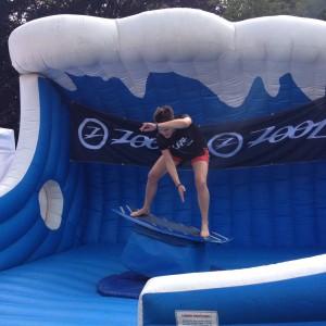 strauchelnd auf dem Surfing Rodeo