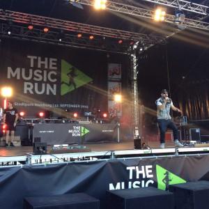 Das Bo auf der Bühne beim Music Run Hamburg